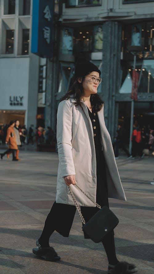 亞洲女孩, 星期日, 街头风 的 免费素材照片