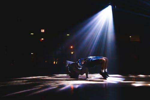 Darmowe zdjęcie z galerii z etap, jasny, przerwać taniec, reflektor