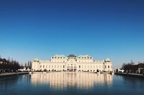 Kostnadsfri bild av arkitektur, blå himmel, byggnader, Fasad
