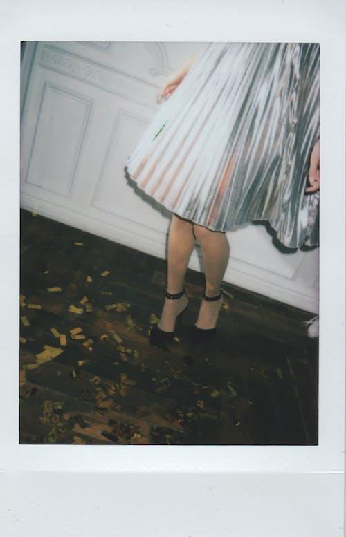 Безкоштовне стокове фото на тему «Polaroid, пагорби, сукня, танець»