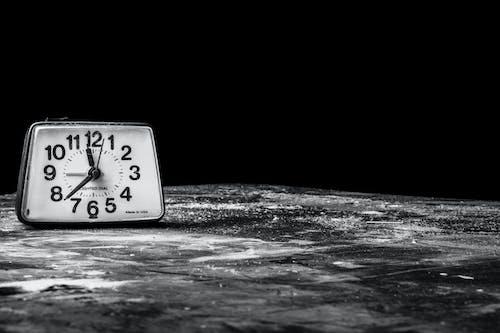 Gratis lagerfoto af alarm, klokke, søvn, tid