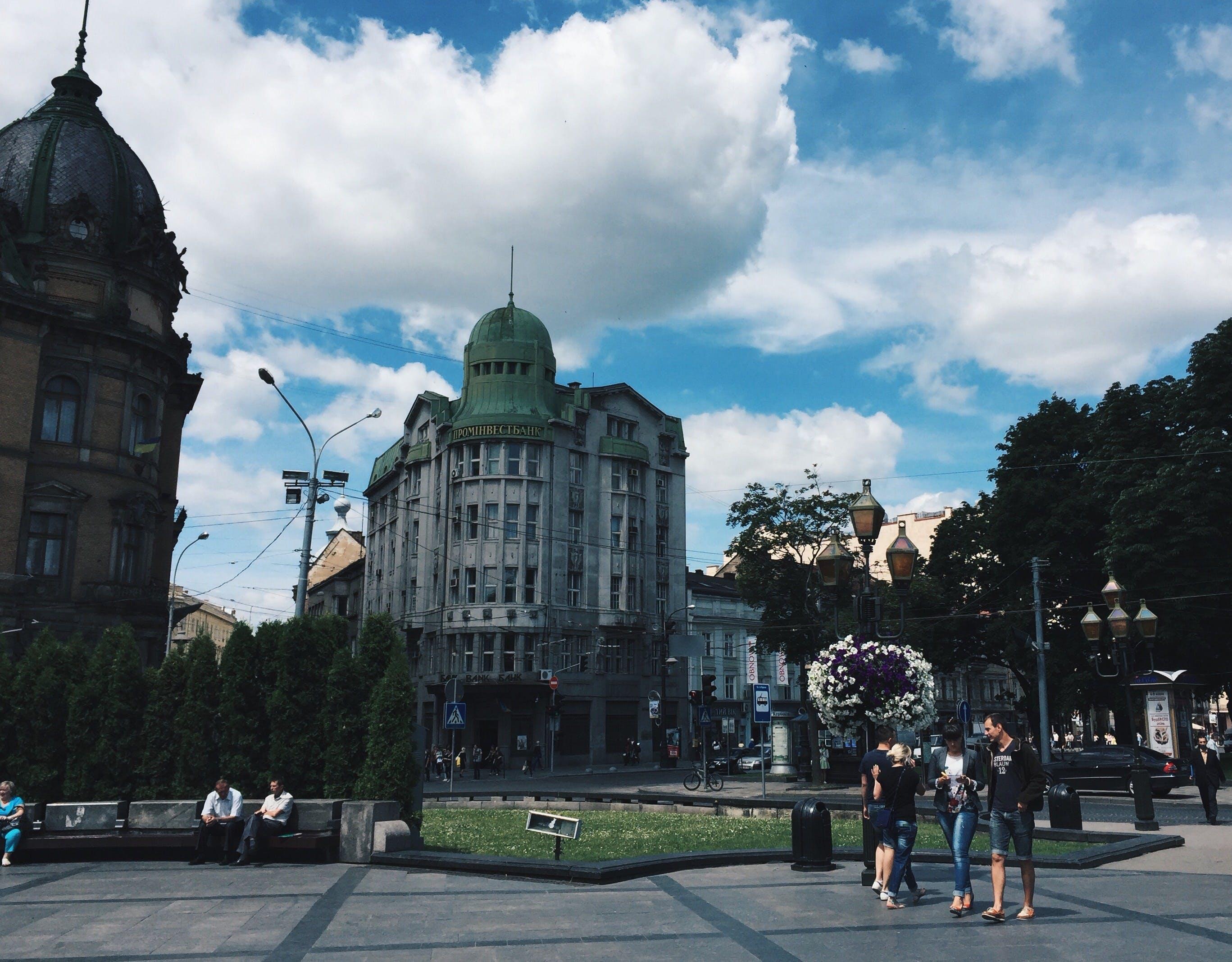 Ilmainen kuvapankkikuva tunnisteilla arkkitehtuuri, aurinko, ihmiset, katedraali