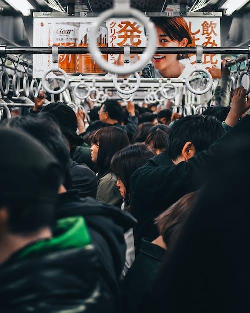 Ludzie Stojący W Pociągu