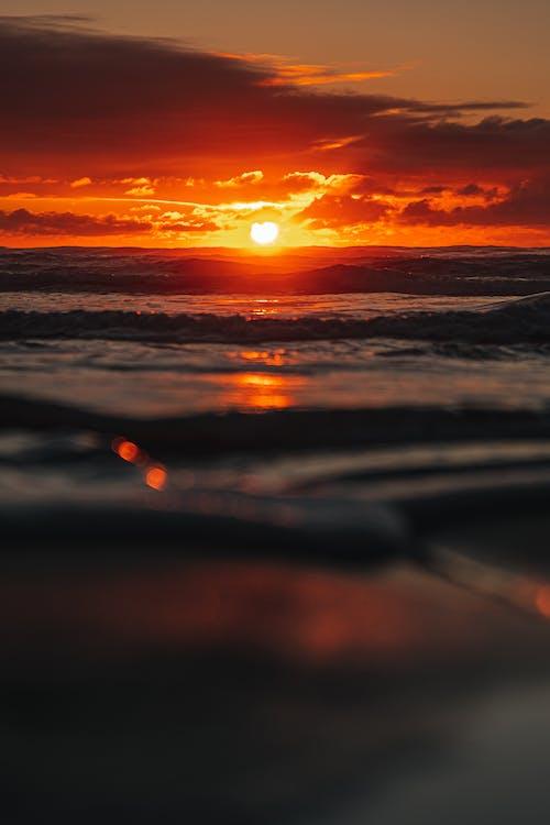 Oceano Ondulato Durante L'ora D'oro