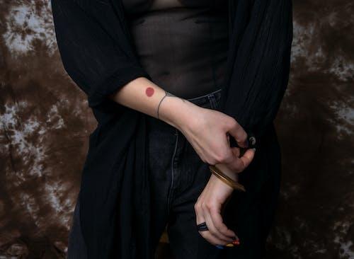 Fotos de stock gratuitas de manos, mujer, persona, tatuajes