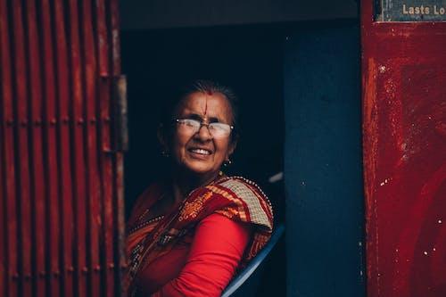 Fotobanka sbezplatnými fotkami na tému Ázijčanky, na zvislo, Nepál, portrétnej fotografie