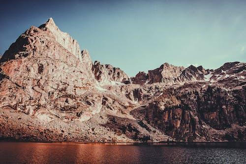 Δωρεάν στοκ φωτογραφιών με βουνό, βραχώδης, γραφικός, καθαρός ουρανός