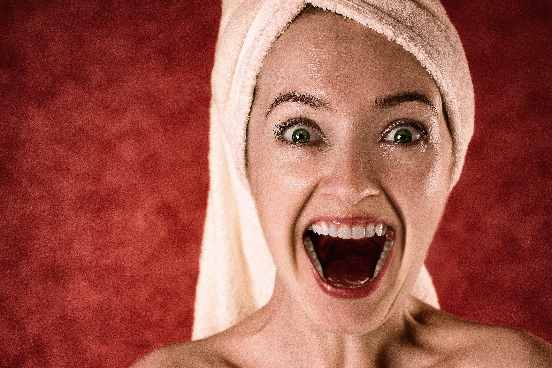 Gratis lagerfoto af ansigtsudtryk, følelse, glæde, håndklæde