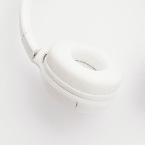 Darmowe zdjęcie z galerii z bezprzewodowy, biały, słuchawki, zestaw słuchawkowy