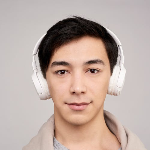 kablosuz, kafadan vurmak, kişi, kulaklık içeren Ücretsiz stok fotoğraf