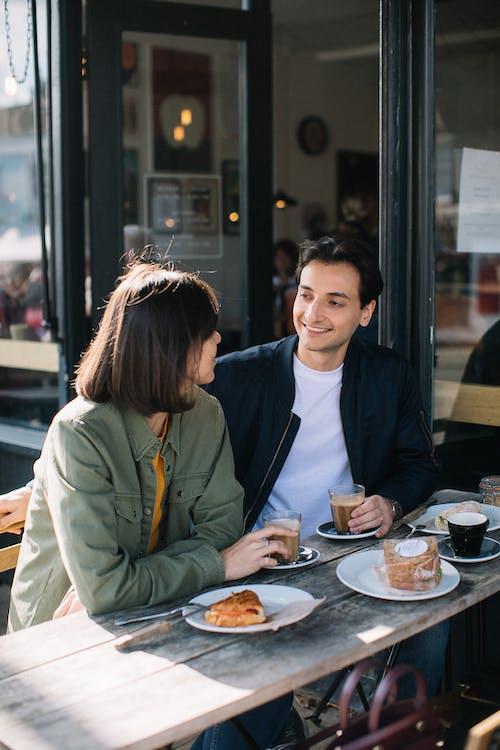 Gratis stockfoto met afspraakje, coffeeshop, commercie, concentratie