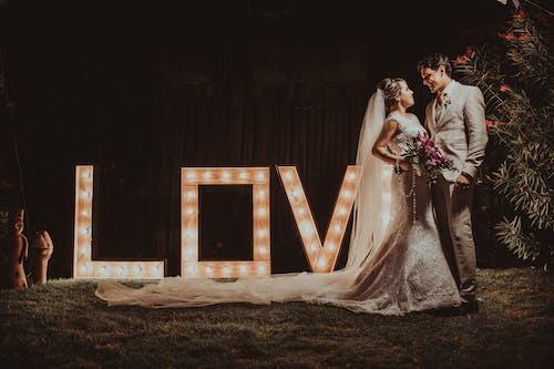 Foto d'estoc gratuïta de amor, boda, celebració, desgast
