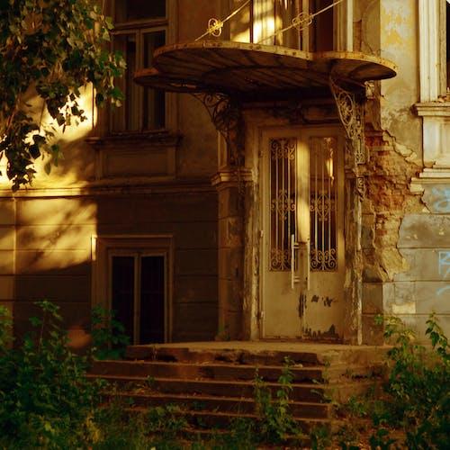 Základová fotografie zdarma na téma architektura, dveře, fasáda
