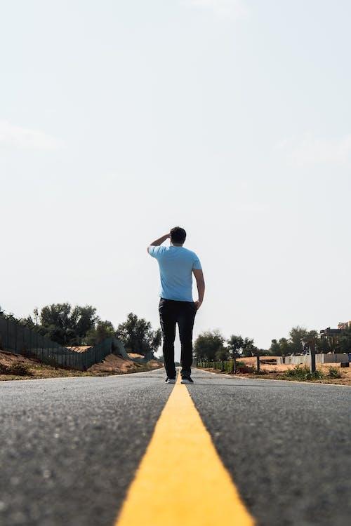Ilmainen kuvapankkikuva tunnisteilla asfaltti, asvaltti, henkilö, ihminen
