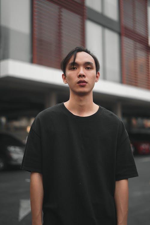 건물, 검은색 티셔츠, 남자, 사진 촬영의 무료 스톡 사진