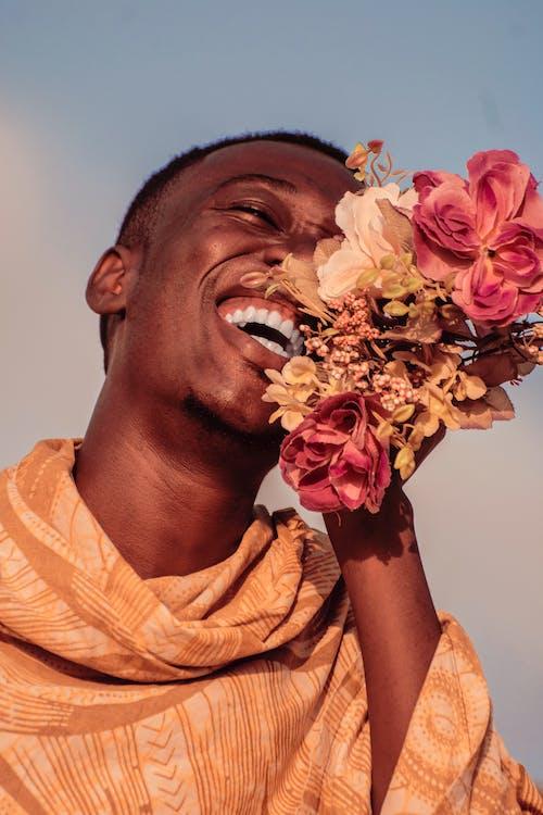 人, 大笑, 微妙, 微笑 的 免费素材照片