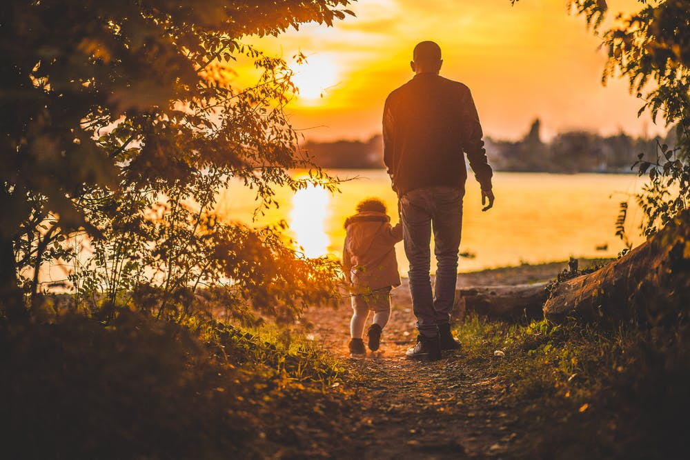 A father holding his son. | Photo: Pexels