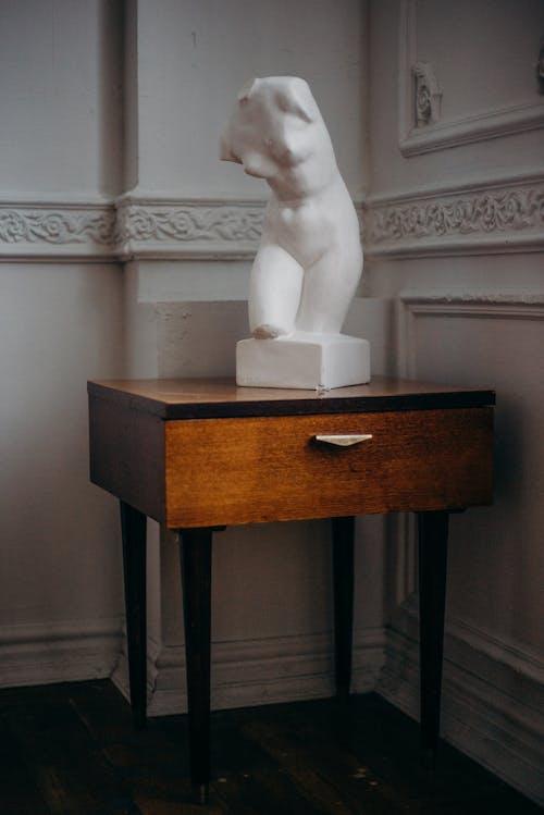 Statuetta In Cemento Corpo Donna