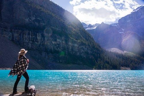 亞伯達省, 冰碛湖, 加拿大, 女人 的 免费素材照片