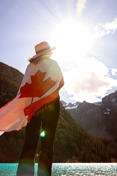 冰碛湖, 加拿大, 女人, 帽子 的 免费素材照片