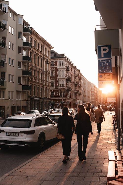 Základová fotografie zdarma na téma auta, budovy, cestování, chodník