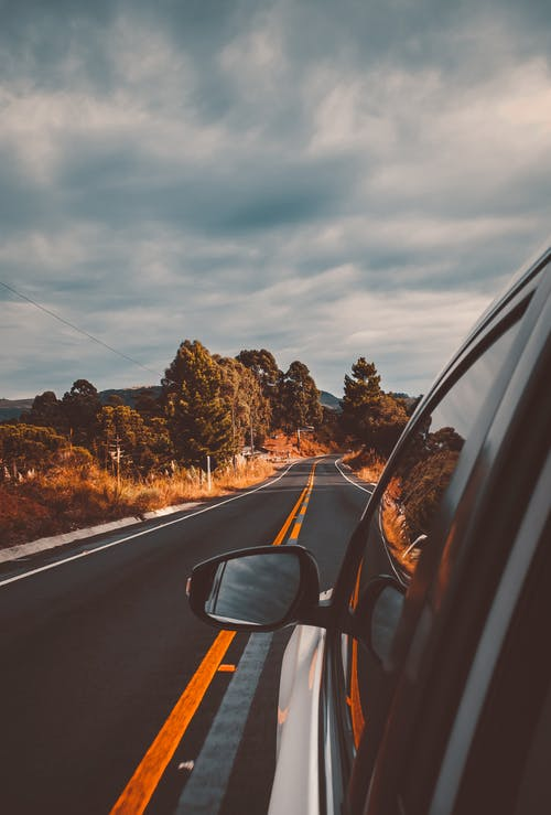 Immagine gratuita di alberi, asfalto, auto, automobile