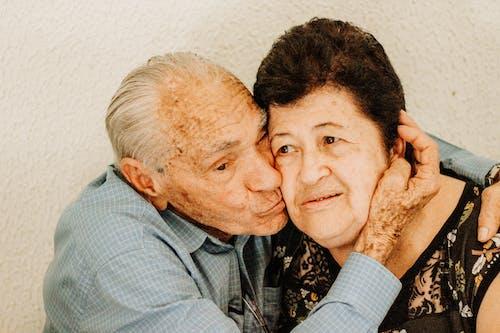 Kostnadsfri bild av äldre, ansiktsuttryck, familj, förälskad