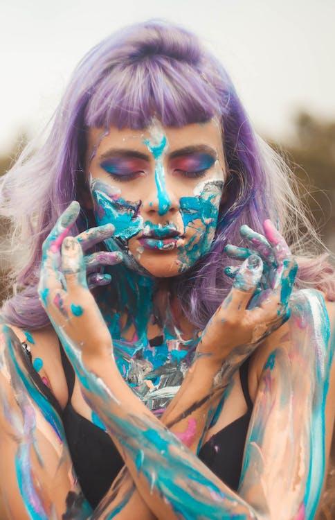 Základová fotografie zdarma na téma atraktivní, barva na tělo, barva vlasů