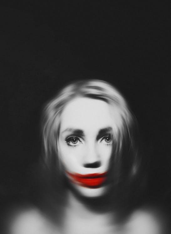 Frau, Die Rote Lippen Trägt