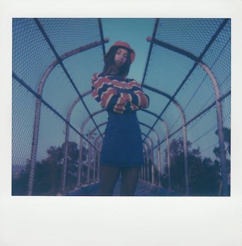Kostenloses Stock Foto zu attraktiv, bild, draußen, eimer hut