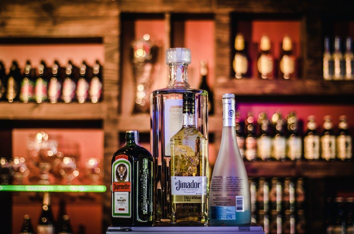 à l'intérieur, alcool, bar