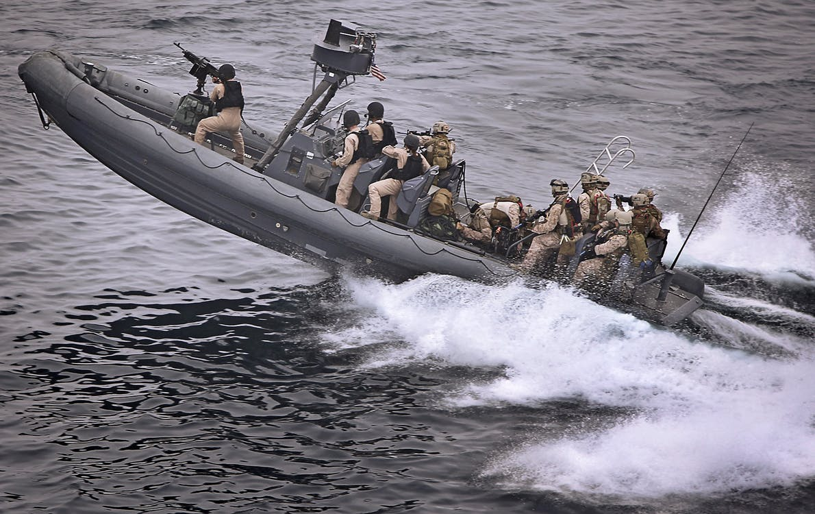 armáda, člun, lidé