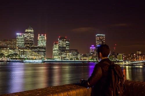 Ilmainen kuvapankkikuva tunnisteilla henkilö, joki, kaupunkinäkymä, lontoo