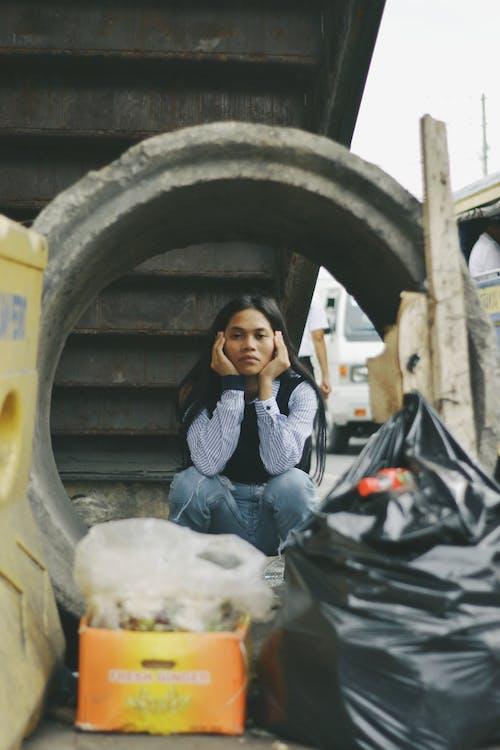 Ingyenes stockfotó ázsiai nő, beton, hulladék témában