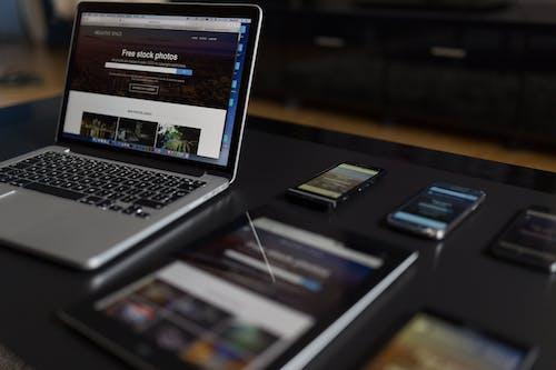 Kostenloses Stock Foto zu ansprechbar, arbeiten, arbeitsplatz, bloggen
