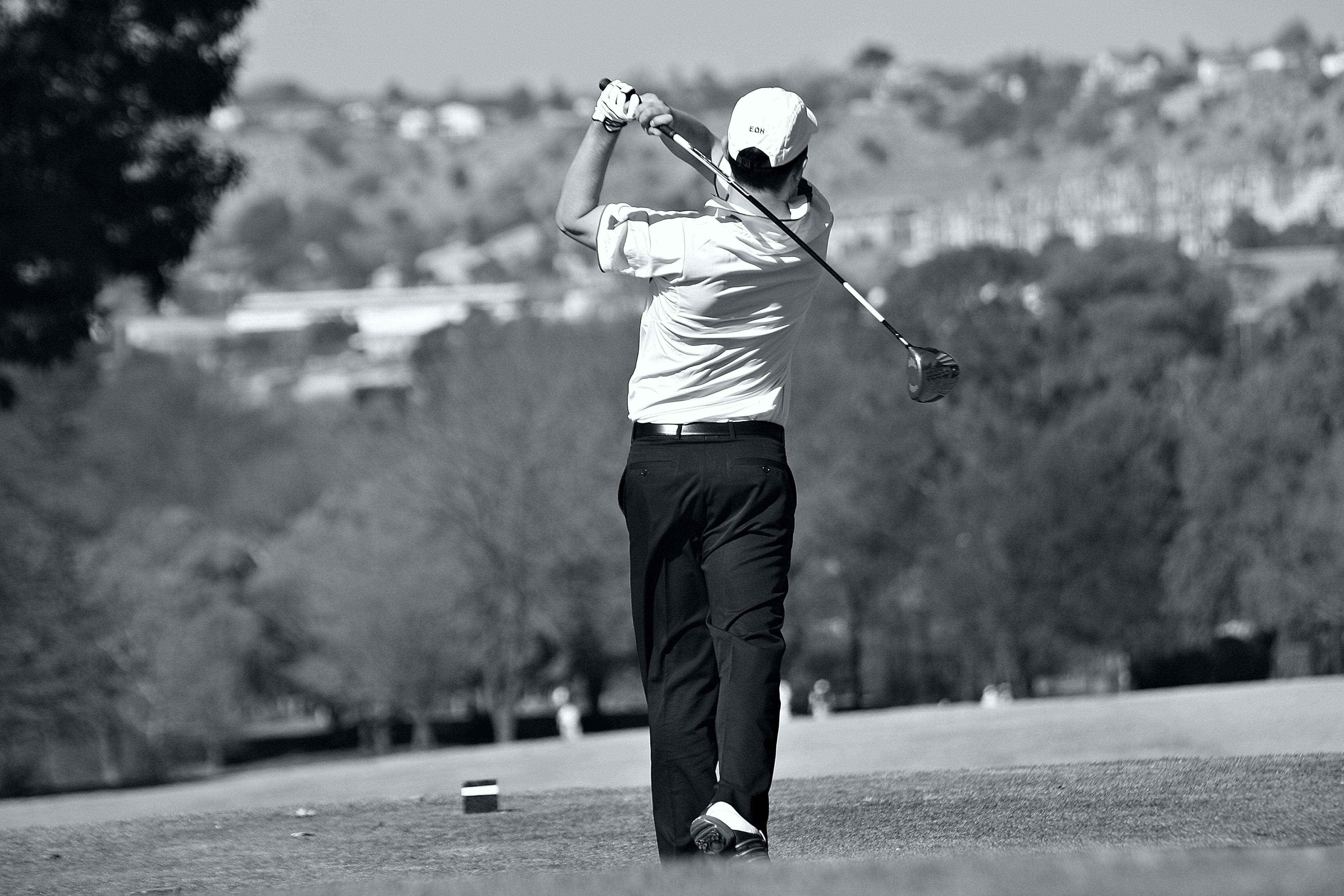 Man Playing Golf Free Stock Photo