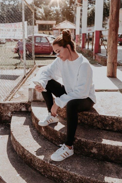 Darmowe zdjęcie z galerii z adidas, człowiek, dama, dzień