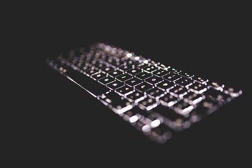 Безкоштовне стокове фото на тему «блогінг, з підсвіткою, клавіатура, кодування»