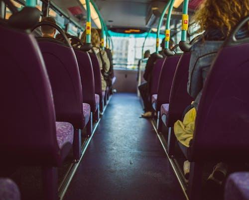 Foto d'estoc gratuïta de assegut, gent, seients, transport públic