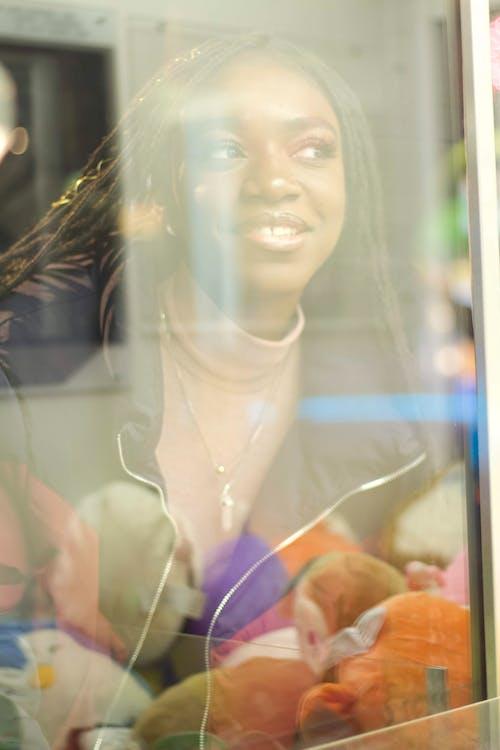 คลังภาพถ่ายฟรี ของ กระจก, ถ่ายภาพในร่ม, ผิวดำ, มองทะลุ