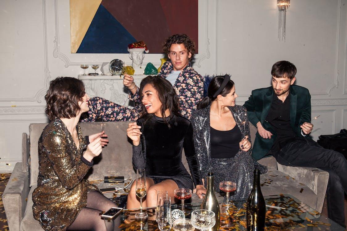 Бесплатное стоковое фото с алкогольные напитки, бокалы для коктейля, вечеринка