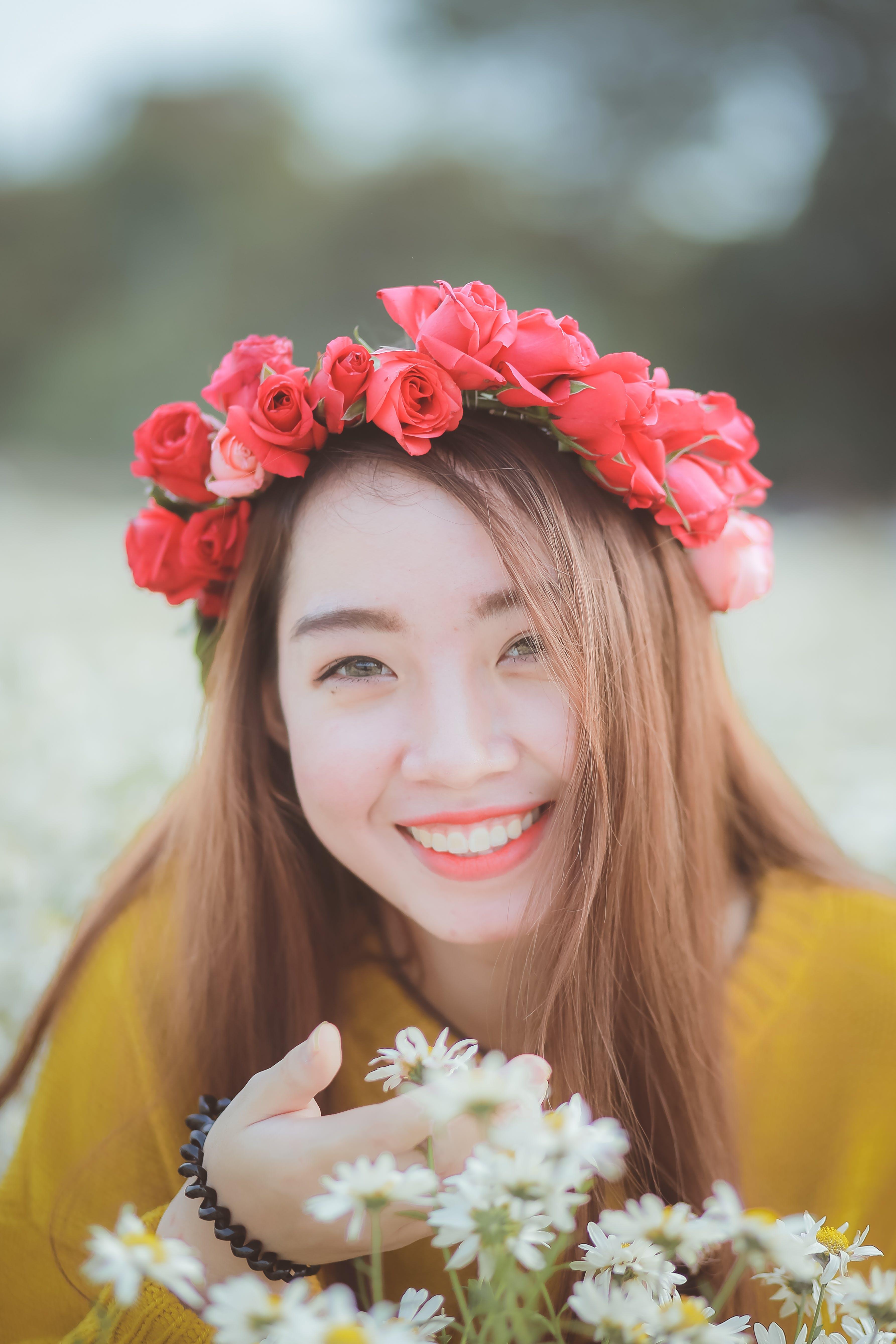 Gratis lagerfoto af hvide margueritter, Pige, smile, vietnamesisk