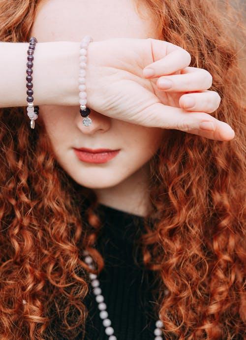 女人, 手環, 紅髮, 頭髮 的 免費圖庫相片