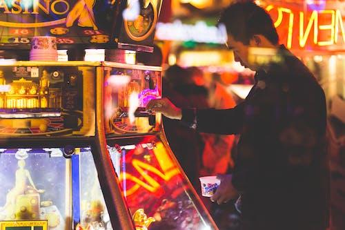 Gratis lagerfoto af belyst, by, bylandskab, casino maskine