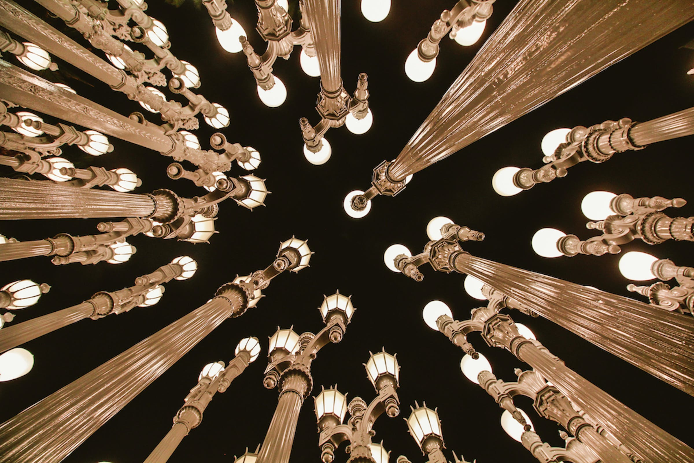 Kostenloses Stock Foto zu abstrakt, antik, aufnahme von unten, beleuchtung