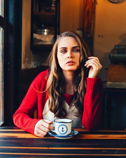 Foto d'estoc gratuïta de bellesa, buscant, cafè, copa