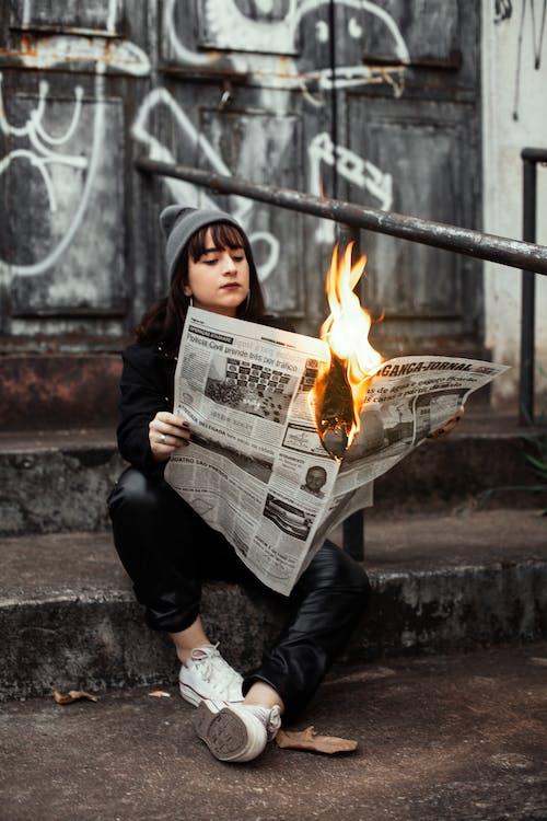 Ingyenes stockfotó égő, hírek, hírlap témában