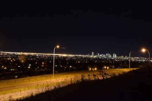 城市, 市中心, 晚上的時間, 街 的 免费素材照片