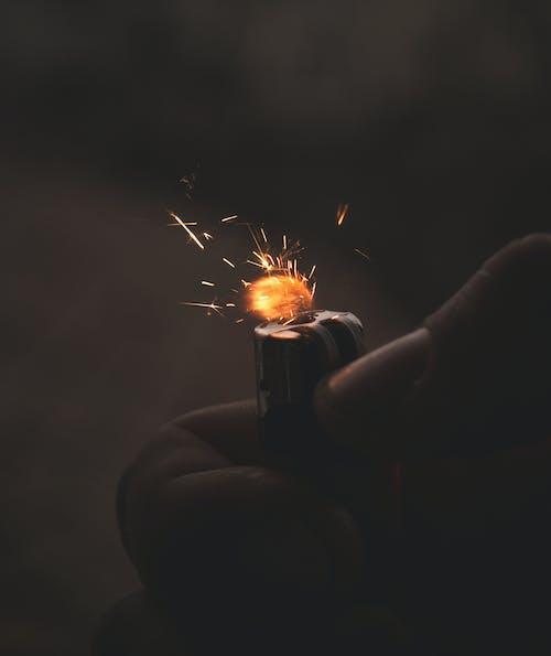 Immagine gratuita di accendino, scintille