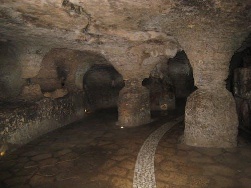 Gratis arkivbilde med sti, tunneler, under bakken